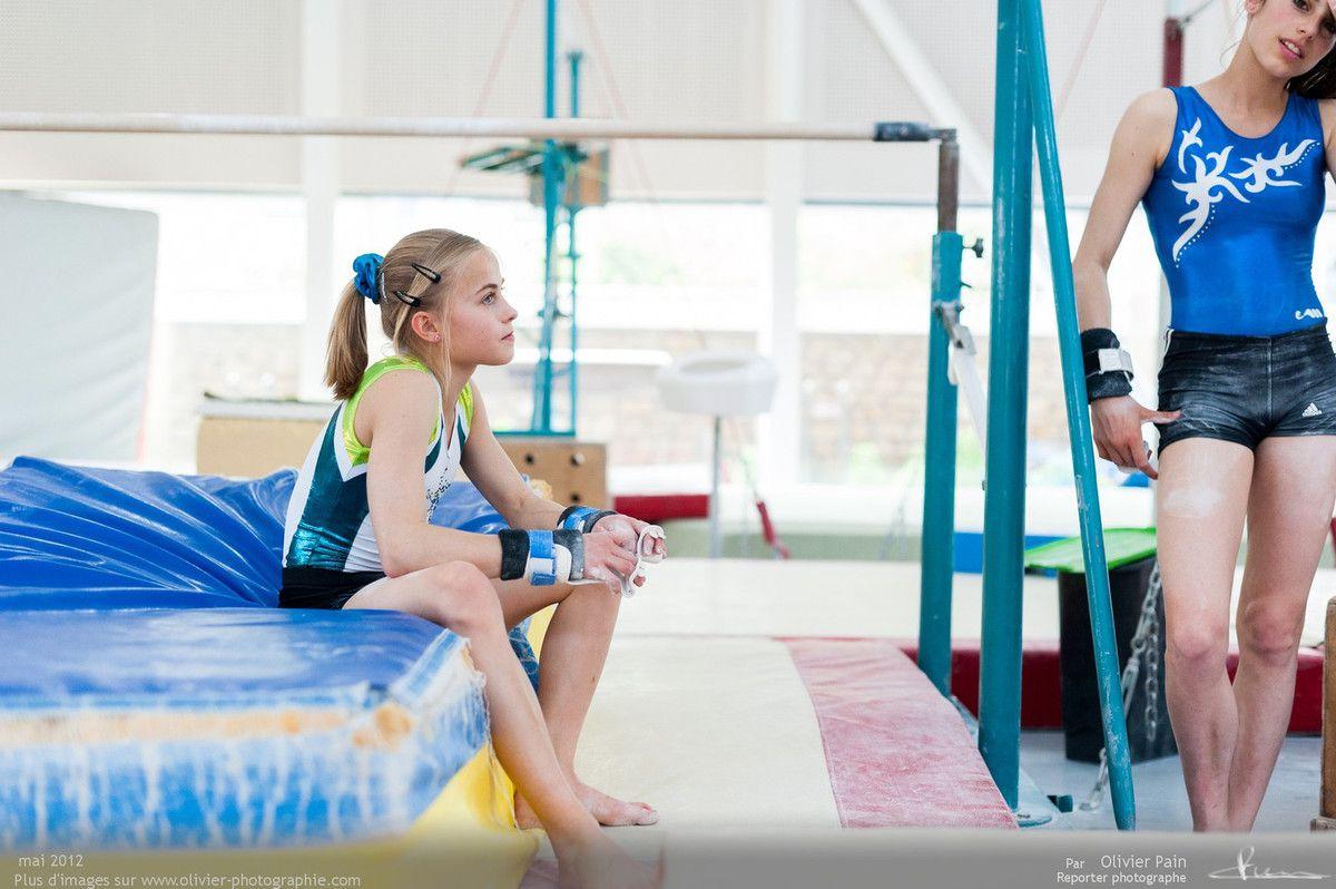Reportage sur la gymnastique artistique féminine en France. Suivi de jeunes gymnastes réalisées à Saint Pierre des Corps à quelques km de Tours.