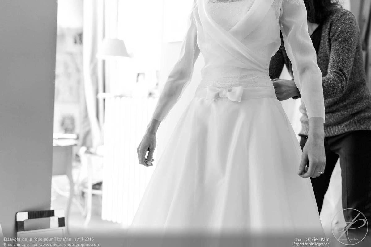 Conception de la robe de la mariée à tours chez Linèce.
