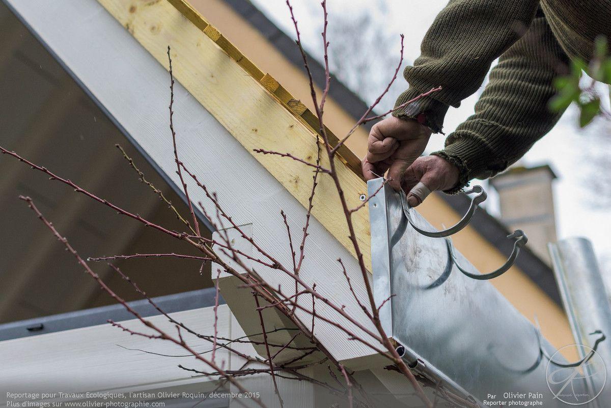 Reportage pour travaux écologiques à Tours. Photographies de suivi de chantier réalisé sur Olivier Roquin, charpentier couvreur à tours.