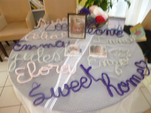 Du tricotin avec du dil de fil et on écrit tout ce qui nous passe par la tête !