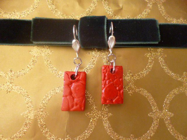 Boucles d'oreilles les rouges Fimo et métal, les grises Fimo et métal, pour les autres perles et métal argenté 10 € pièce
