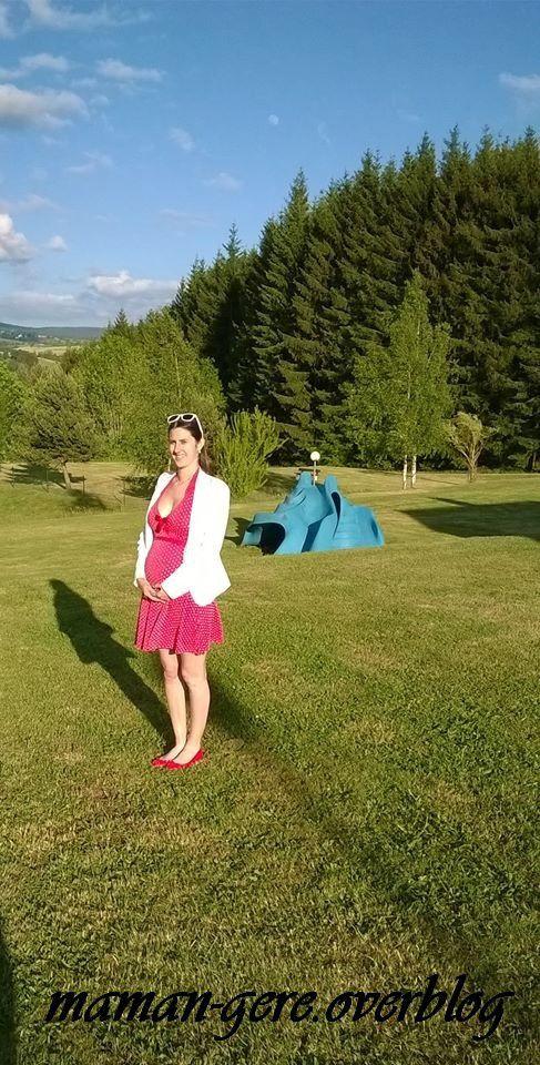 Dans le Cantal avec la jolie robe du lycée qui s'avère parfaite pour la grossesse !