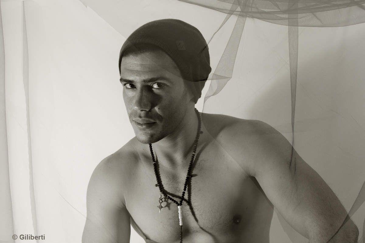 Tunis... L'acteur, danseur et dramaturge, Rhaiim Bahrini.