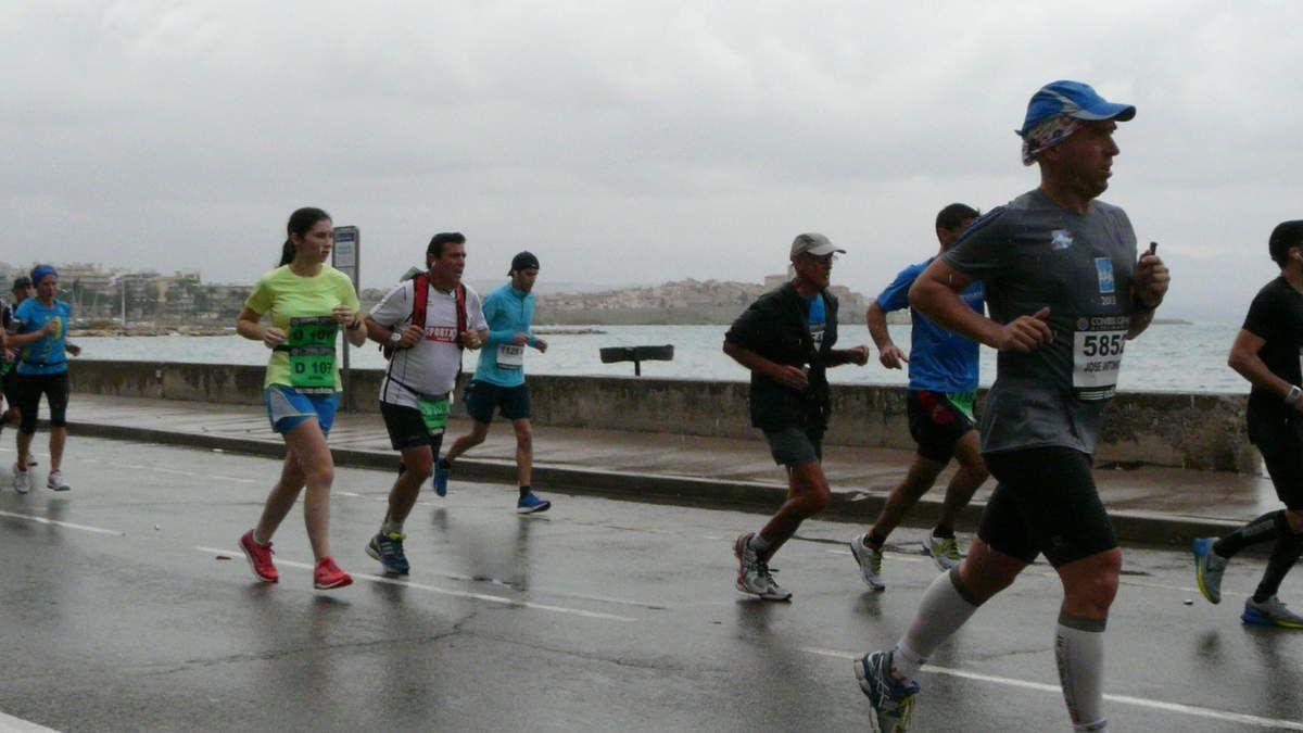 Passage à Antibes après le 25ème Km - coureurs autour de 3H45 à 4H environ - La suite à venir