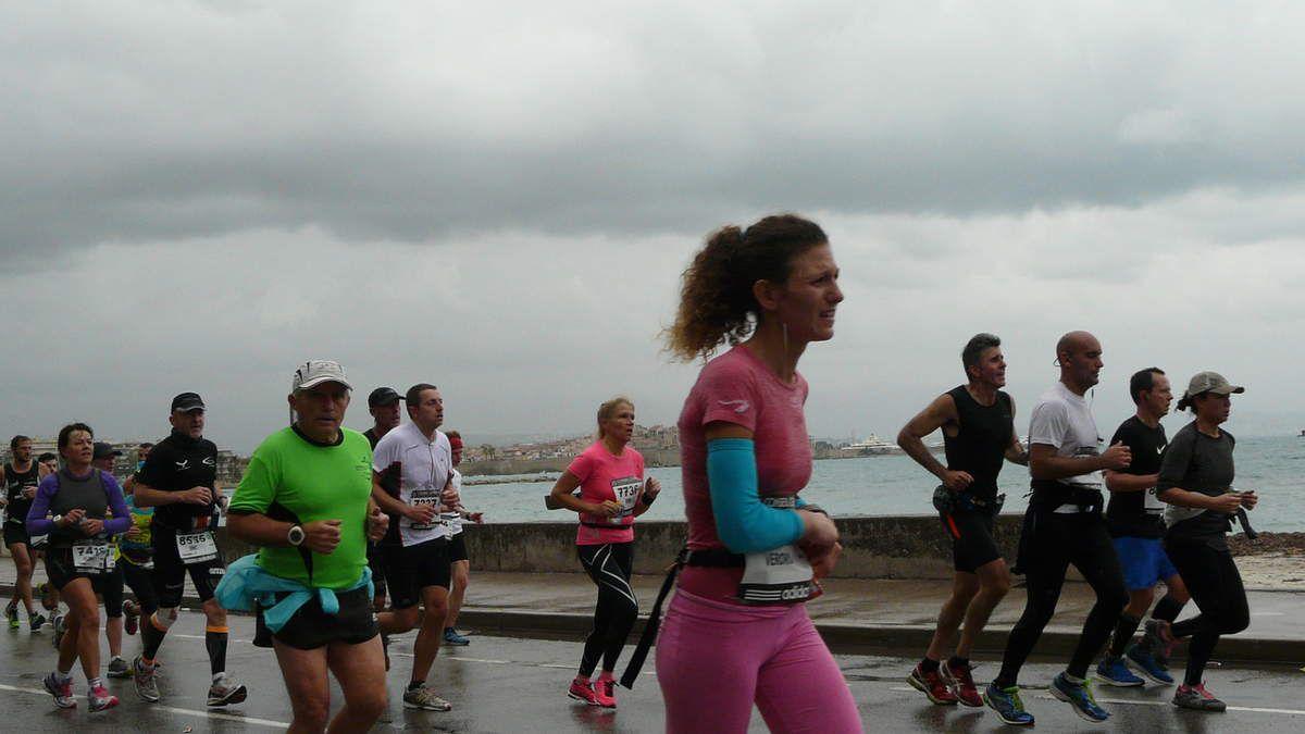 Passage à Antibes après le 25ème Km - Coureurs autour de 4H30 - Encore d'autres photos à venir. Inscrivez-vous afin d'être avertis des nouveaux articles et photos mises en ligne.