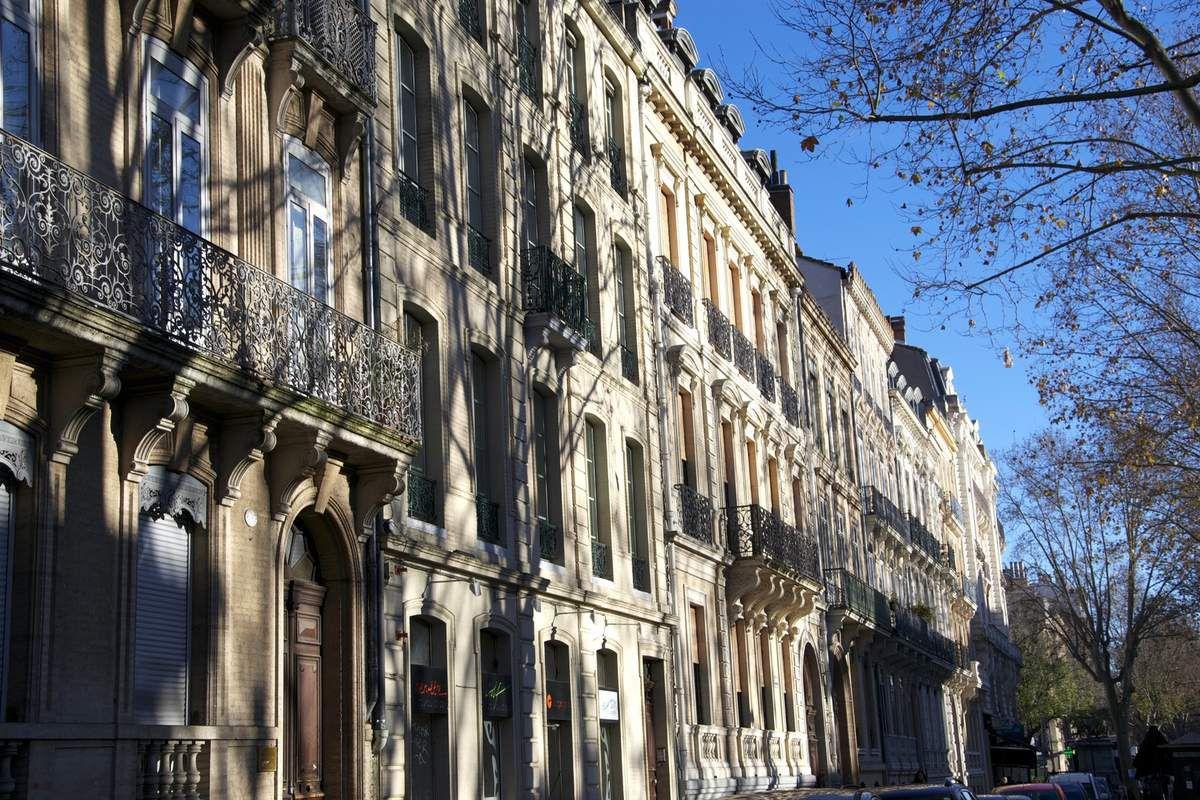 Le charme de l'architecture, des bords du canal, des maisons...