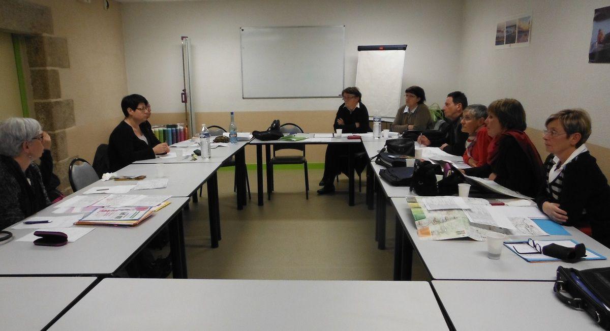 L'équipe au travail, avec Cécile Clément, responsable de la Commission féminine de la Ligue.