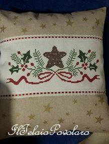Ancora bordo in lino altro schema free .. altro cuscino ricamato