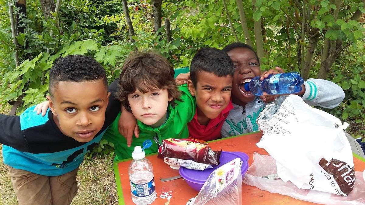 Patisserie au four à bois et minestrone au pistou ,les enfants se sont surpassés tous des top chefs !!