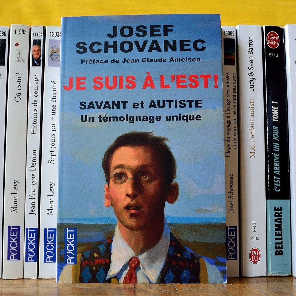 """""""Je suis à l'est"""" de Josef SCHOVANEC édition Pocket"""