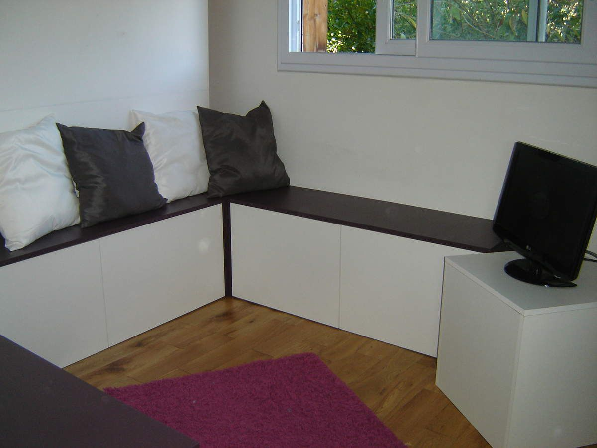 am nagement d 39 une pi ce de 8m2 avec un bureau et un lit. Black Bedroom Furniture Sets. Home Design Ideas