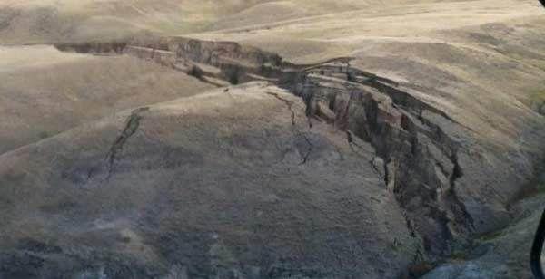 VIDEO- USA : Des fissures monstrueuses sont apparues à Yellowstone sur les Montagnes Big Horn