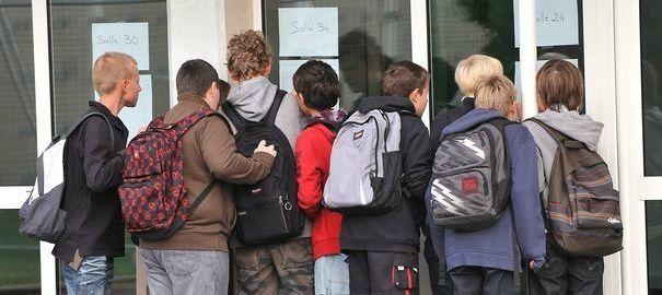 Hallucinant : des élèves interrogés par la gendarmerie sur les cours de leur professeur sur la Russie et Poutine !