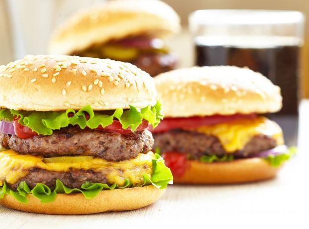 Fast-food : des perturbateurs endocriniens dans vos hamburgers