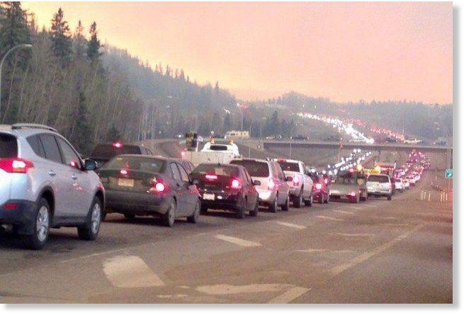 Enorme Incendie= Bouffée infernale à Fort McMurray (Alberta, Canada) : toute la ville doit être évacuée (Près de 30 000 personnes)