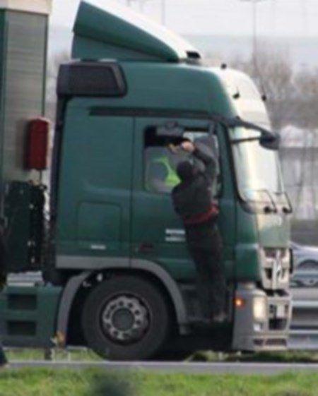 Violences des migrants à Calais : des routiers démissionnent...