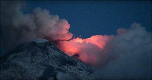 Nuées ardentes, éruptions explosives, coulées de lave... Les volcans de la planète ont un coup de chaud