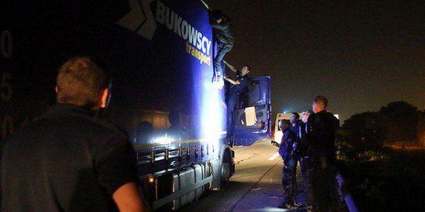 Calais : routiers et commerçants annoncent un blocage &quot&#x3B;illimité&quot&#x3B; de l'A16 jusqu'au démantèlement de la &quot&#x3B;Jungle&quot&#x3B;