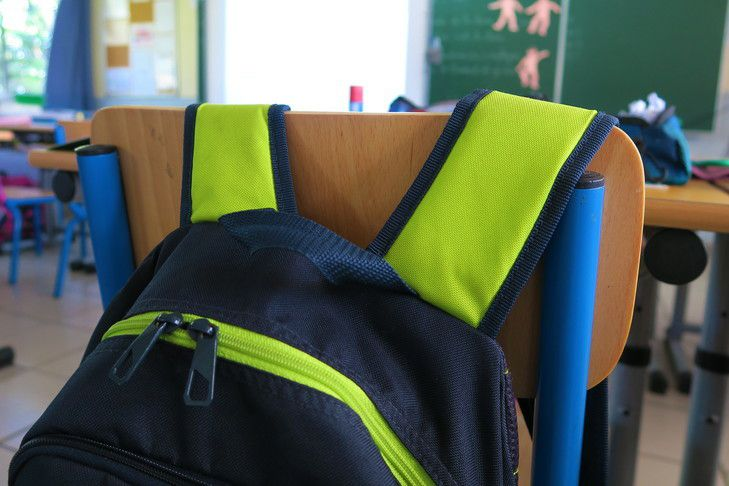 FRANCE DE LA FAILLITE:...vers la suppression des cantines, transports et manuels scolaires