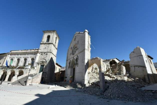 La basilique détruite de Saint-Bénédicte à Norcia, dans le centre de l'Italie, le 31 octobre 2016 ( AFP / ALBERTO PIZZOLI )