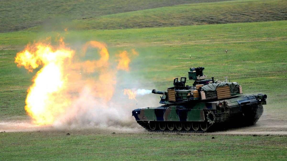 Les premiers chars américains débarquent en Europe pour se déployer à l'est