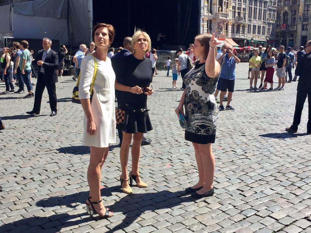 MAJ : Pour la première fois, le compagnon d'un dirigeant pose avec les «premières dames» au sommet de l'Otan + PHOTOS de Brigitte