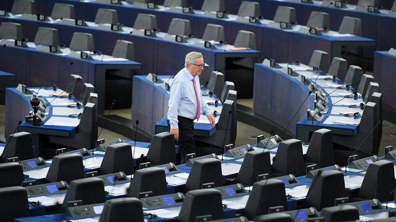 Jean-Claude Juncker dans les rangs du Parlement européen en mai 2017, illustration ©PATRICK HERTZOG / AFP