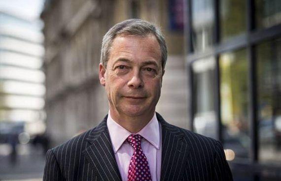 Nigel Farage sonne la charge contre le report du contrôle migratoire par Londres, dénonçant la « trahison » du Brexit