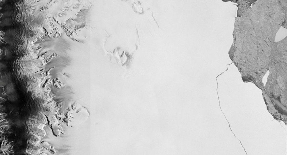 Un iceberg 60 fois plus grand que Paris dérive vers la mer (qui s'est détaché de l'Antarctique en juillet)