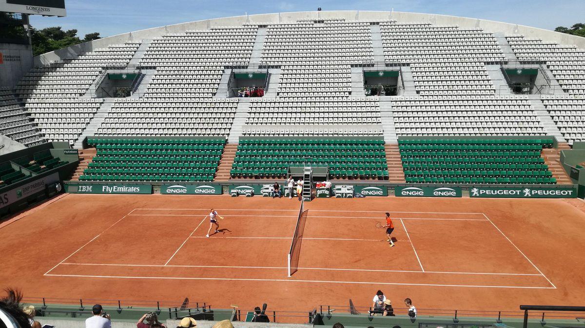 Cours Suzanne Lenglen. Kristina Mladenovic à l'entraînement