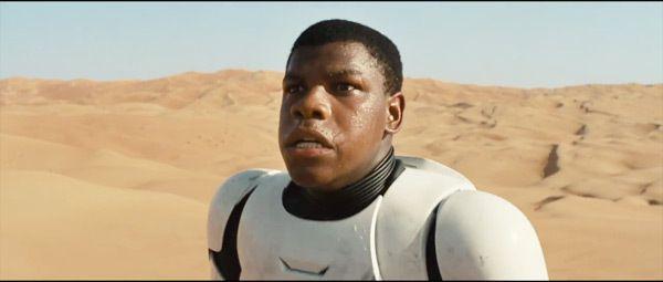Tatooine ! Foutue planète ! Pas de WC et pas de PQ à l'horizon ! (acteur : John Boyega (Attack the Block))