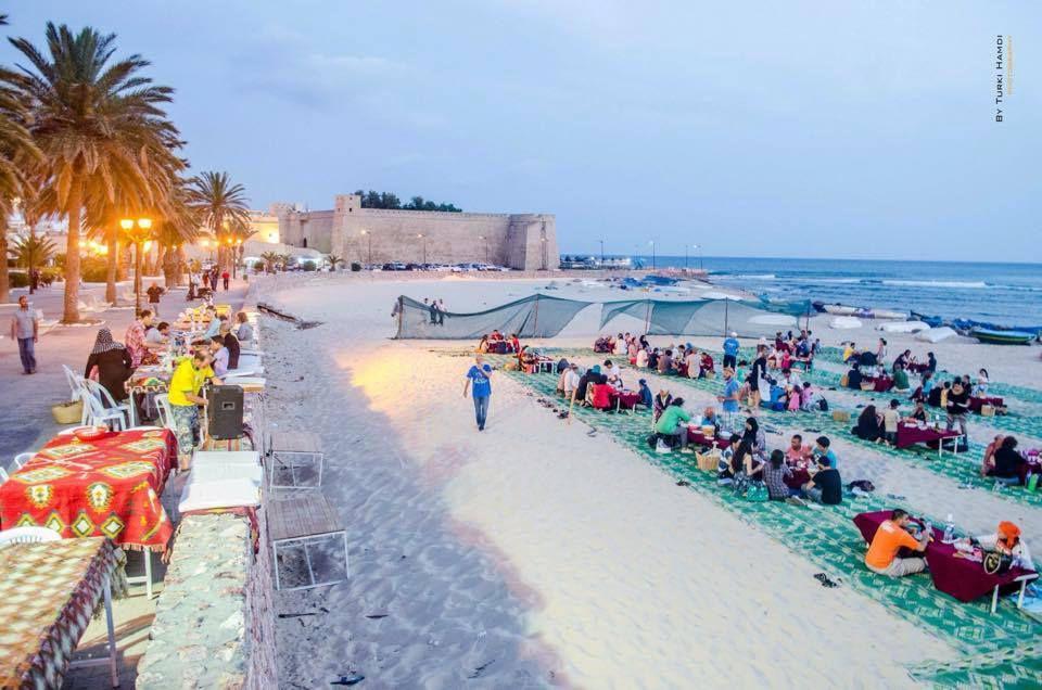 TUNISIE :  Belles photos ou l'on voit les tunisiens répondre à la terreur, à leur maniére...formidable