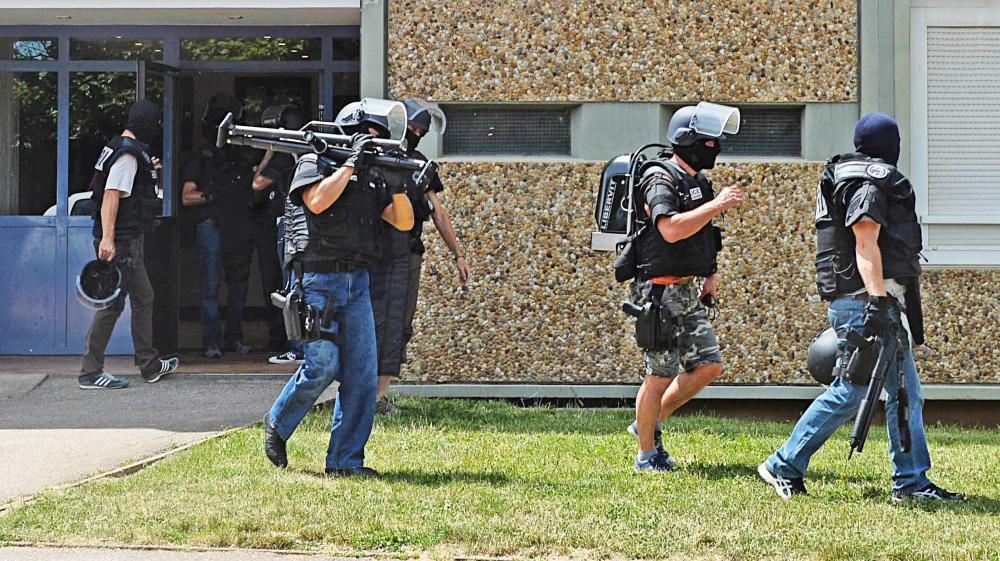 Drame en Isère: «L'hypothèse d'un fait divers camouflé en acte terroriste est plausible»!!