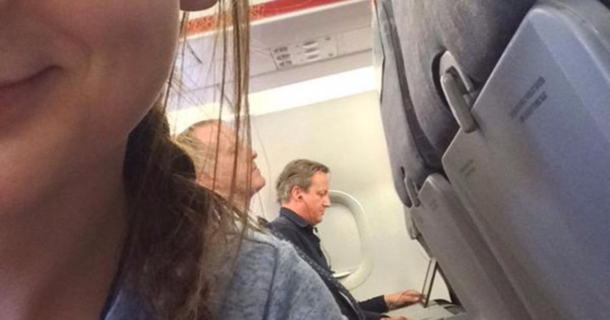 David Cameron dans un avion Easy jet