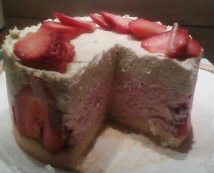 Délice de mousse fraise et pistache
