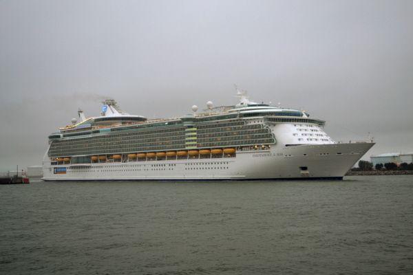 L'Independance of the Seas en sortie du Havre