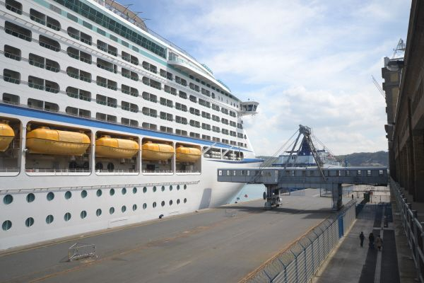 L'Adventure of the Seas au quai de France