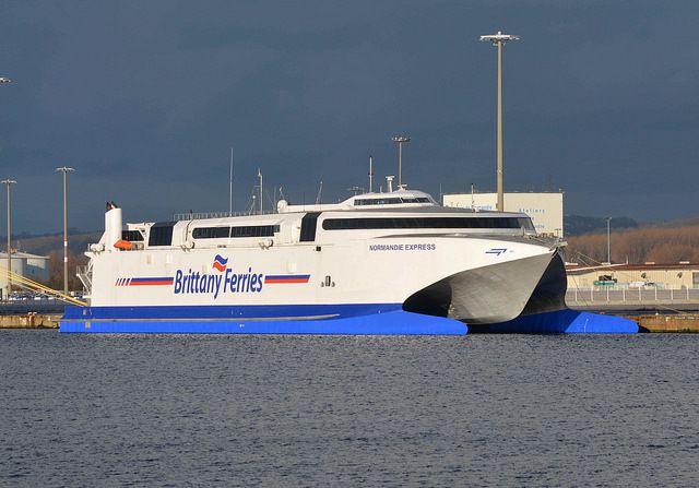 Le catamaran au quai de Bougainville pendant son hivernage