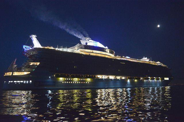 05h00 : l'Harmony of the Seas en présentation au large de Cherbourg