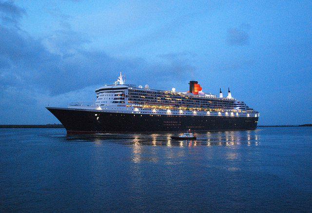 Le Queen Mary 2 en rade de Cherbourg