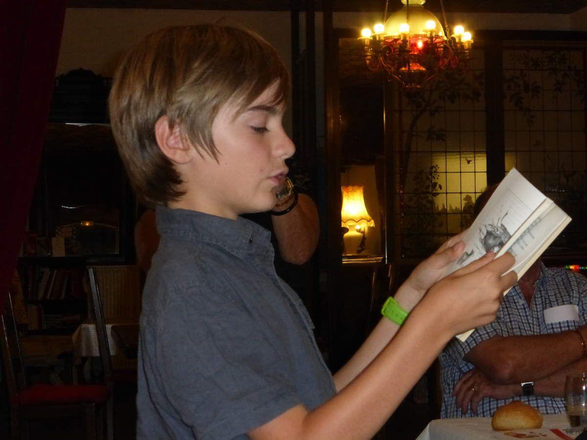Tristan lisant Léon ... école des loisirs