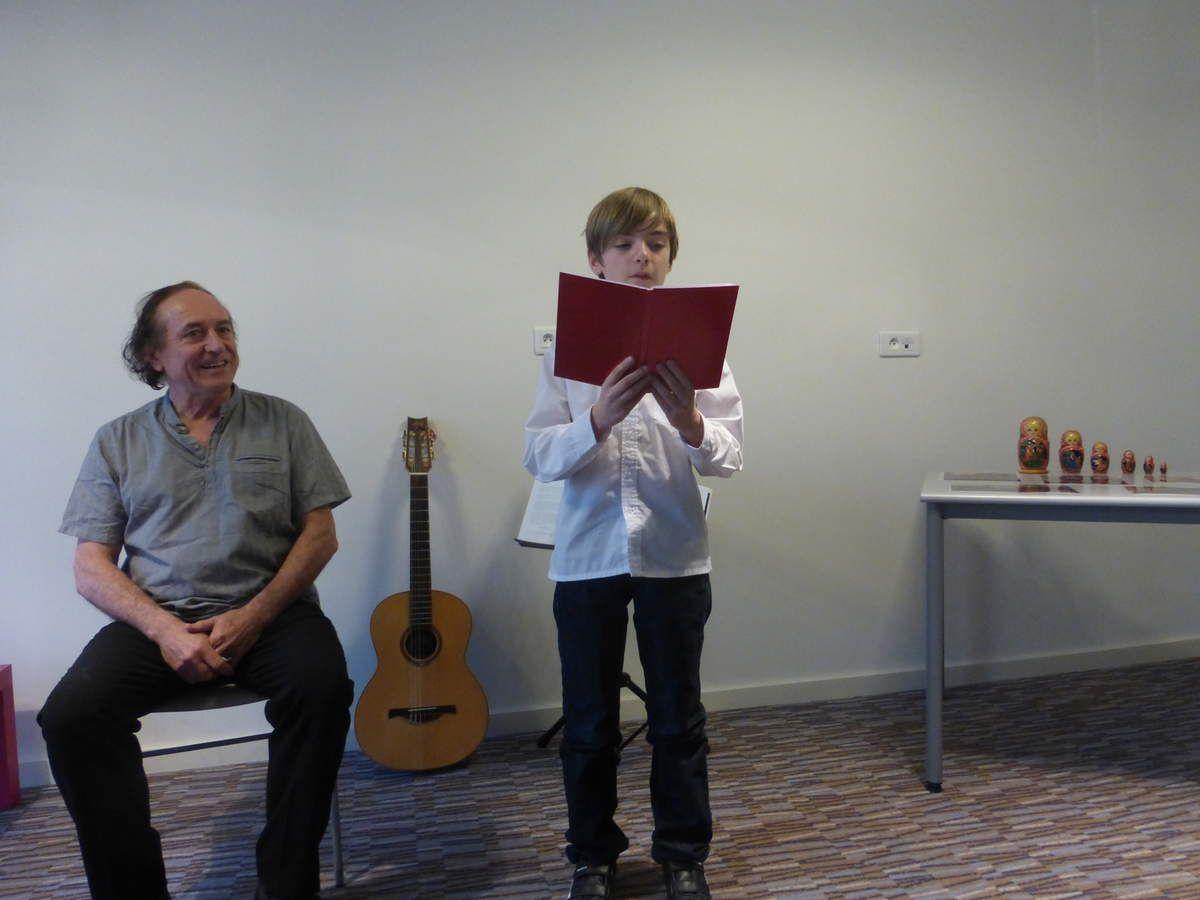 Tristan lit deux textes de Tolstoï pour enfants d'après Esope