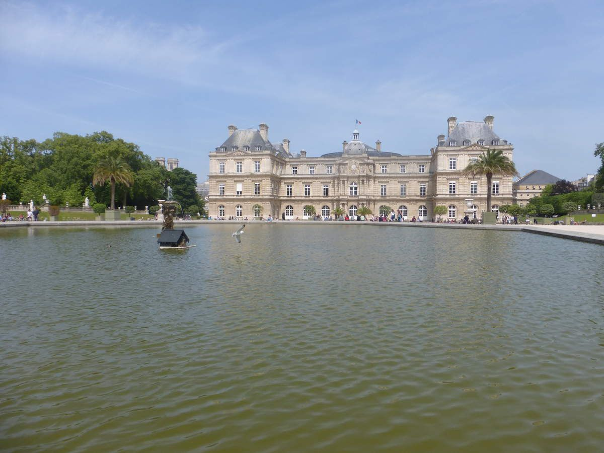 Sénat vu du jardin du Luxembourg.