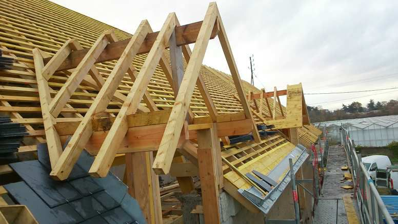 Chantier de rénovation bois et couverture