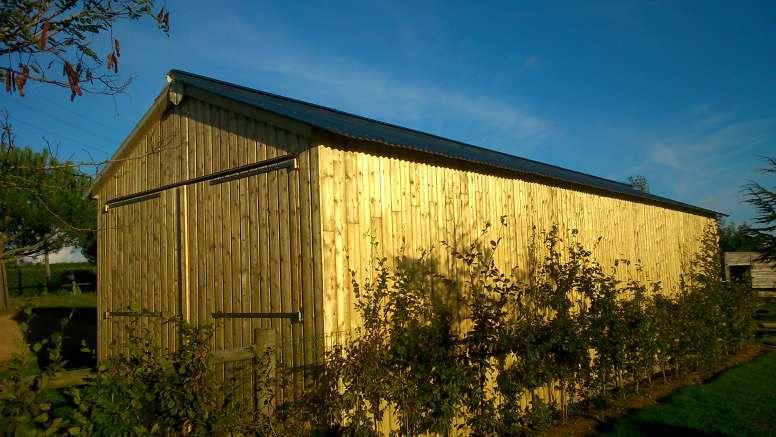 Le grand garage avec finition correct :