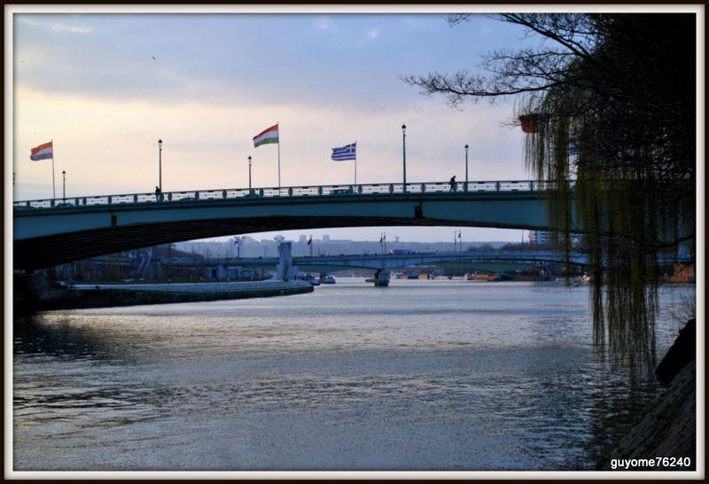 Sous les ponts l ile lacroix rouen guillaume augeard for Piscine ile lacroix rouen