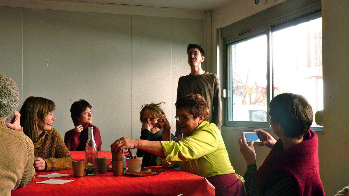 Suprise pour le dessert: interprétation de scènettes chantées et déjantées par les étudiants du Conservatoire d'Arts Dramatiques, de l'association Histoire d'A.
