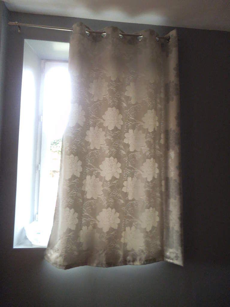 ourlet des rideaux du salon