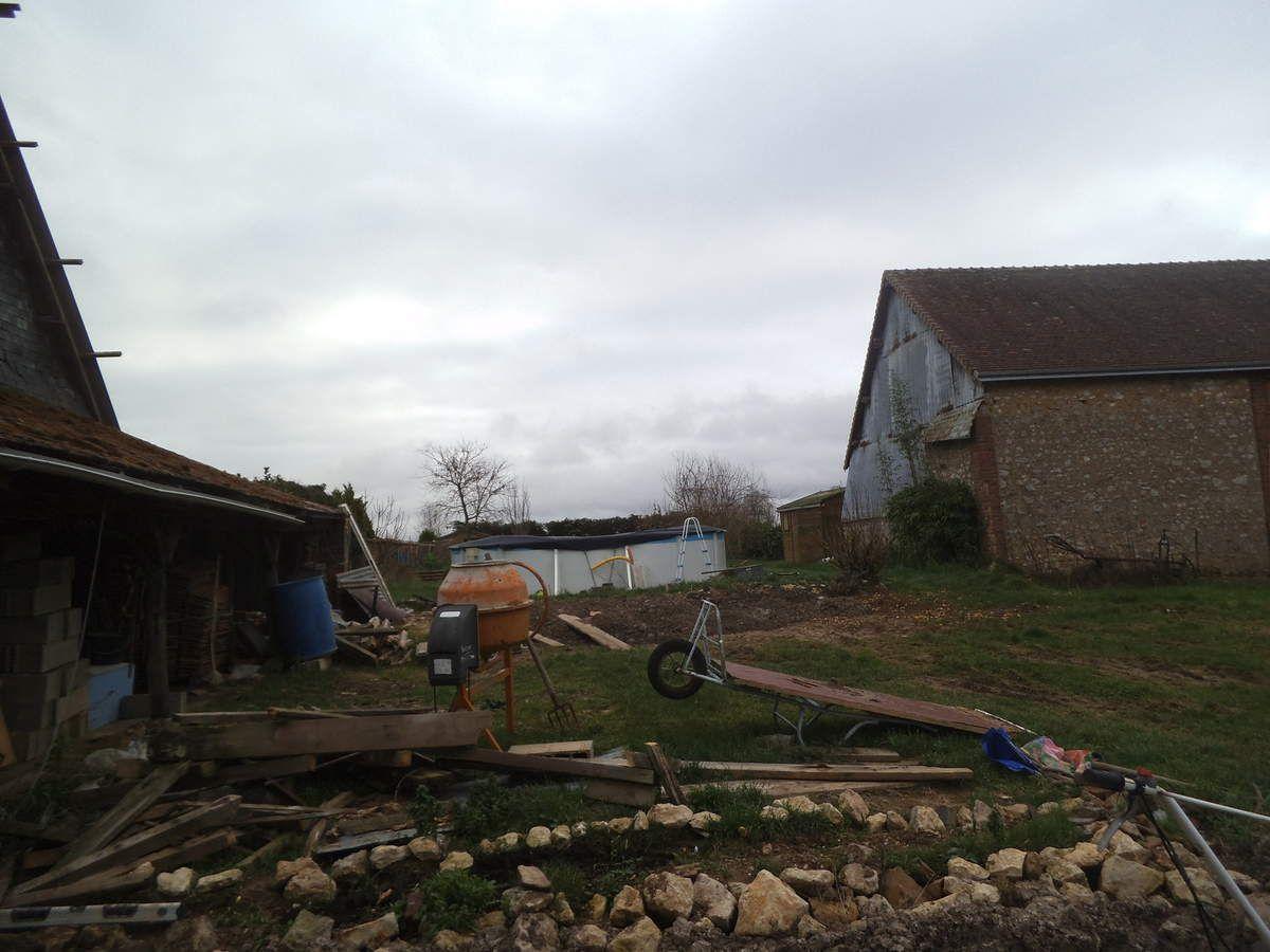 une cabane détruite
