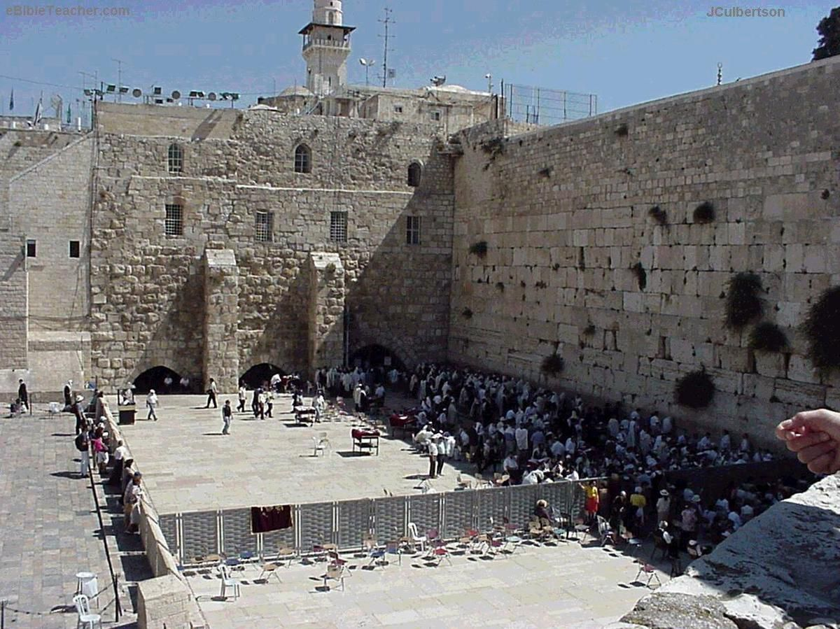 Le mur des lamentations, seul vestige actuel du second temple de Jérusalem